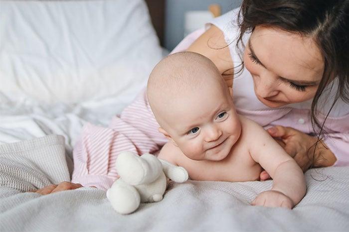 三個月嬰兒與媽媽