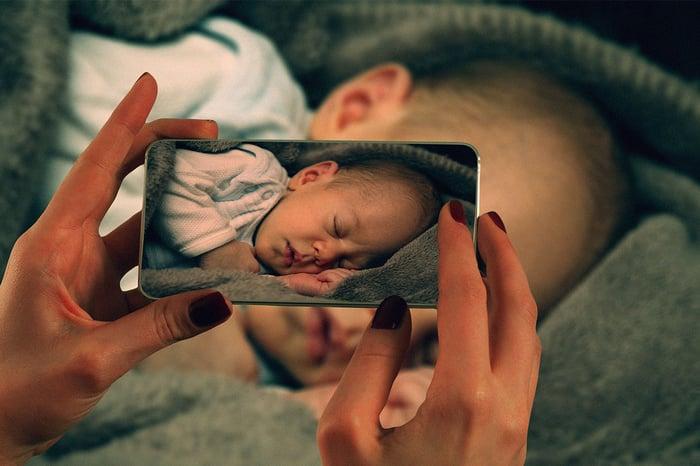 使用寶寶成長紀錄app幫寶寶拍照